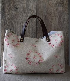 Dumpy Bag in Mathilde in Tuscany in Soft Grey x - Peony & Sage