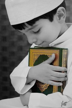 Muslim Little Boy Holding a Mus'haf ( The Holy Coran ) Islamic Images, Islamic Pictures, Islamic Art, Islamic Messages, Alhamdulillah, Gift Animation, Cute Kids, Cute Babies, Moslem