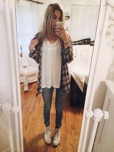 outfit today :-) brandy melville v-neck, topshop bralette, aritzia flannel, pacsun skinny jeans, converse (& brandy necklace)