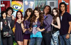 Wondering what the cast of Nickelodeon's 'Victorious' is up to now? Catch up with Victoria Justice, Ariana Grande, Liz Gillies, Daniella Monet and more. Victorious Nickelodeon, Henry Danger Nickelodeon, Icarly And Victorious, Nickelodeon Shows, Daniella Monet, Jessie J, Cat Valentine, Elizabeth Gillies, Big Sean