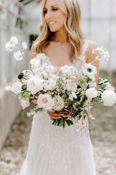 Strictly Weddings is a brilliant wedding inspiration source for the high-end bride searching for luxury wedding professionals. June Wedding Flowers, Modern Wedding Flowers, White Wedding Bouquets, Wedding Flower Inspiration, Bride Bouquets, Bridal Flowers, Boho Wedding, Floral Wedding, Wedding Ideas