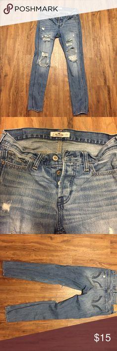 Hollister Boyfriend Jeans Size 0 Pre-owned Hollister boyfriend jeans in good condition! Size 0 W 24. Vintage button fly. Hollister Jeans Boyfriend