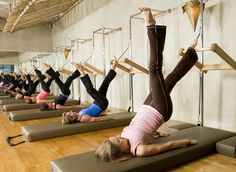 These 3 movements stretch and shape the best Pilates worldwide - HowLifes Pilates Workout Videos, Pilates Reformer Exercises, Kickboxing Workout, Gym Workouts, Pilates Training, Cadillac, Pilates For Beginners, Pilates Studio, Pilates Classes