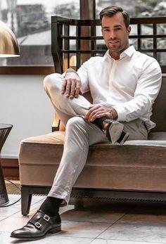 Mens Style Discover suit me up please Fashion Moda, Suit Fashion, Mens Fashion, Stylish Men, Men Casual, Costume Sexy, Beautiful Men Faces, Mature Men, Men Street