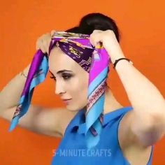 Ways To Tie Scarves, Ways To Wear A Scarf, How To Wear Scarves, Scarf Wearing Styles, Hair Scarf Styles, Diy Fashion Hacks, Hair Wrap Scarf, Scarf Knots, Clothing Hacks