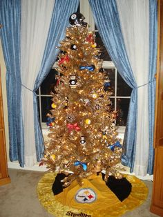 I really want to do a small Christmas tree decorated in Steelers ...