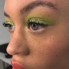 aesthetic makeup for school 384 images about e y e l o o k s on We Heart It Makeup Goals, Makeup Inspo, Makeup Art, Makeup Inspiration, Makeup Tips, Body Inspiration, Makeup Ideas, Eye Makeup Glitter, Blue Eye Makeup