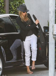 Jennifer Aniston plays mix and match in fedora and flip flops while antique shopping with Justin Theroux | Mail Online