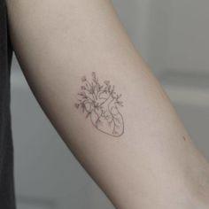 Single needle flower heart tattoo on the left inner arm. Mini Tattoos, Body Art Tattoos, Small Tattoos, Arm Tattoos, Tatoos, Piercing Tattoo, Piercings, Simplistic Tattoos, Subtle Tattoos