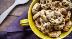 Queste ciambelline con gocce di cioccolato sono dei biscotti, di frolla vegana, morbidi e gustosi. Un dolce semplice, che potete preparare velocemente.