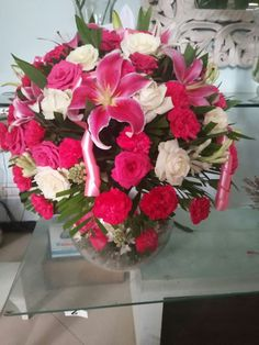 Buy & send beautiful fresh flowers bouquets to Noida online on all occasions with ... Enigmatic Red Roses: Send Flower Bouquets to Noida. Same day flowers & cakes delivery in India. Online flowers cakes delivery in India.