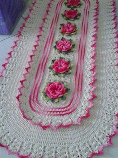 Eleude Poltronieri's media statistics and analytics - CraftIdea. Filet Crochet, Crochet Doilies, Crochet Flowers, Doily Patterns, Knitting Patterns, Crochet Patterns, Diy And Crafts, Arts And Crafts, Crochet Table Runner