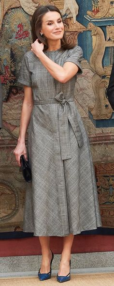 Feb 2019 Queen of Spain attended the award ceremony of the National Research Awards 2018 at the Royal Palace of El Pardo wearing her Massimo Dutti wool check-dress with belt, and her custom blue Magrit 'Hawa' clutch. Check Dress, I Dress, Dress Outfits, Shirt Dress, Beautiful Evening Gowns, Beautiful Dresses, Evening Dresses, Hijab Fashion, Fashion Dresses