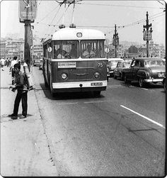 Leyland Trolleybus on the Galata Bridge - Reise Ideen Old Photos, Vintage Photos, Istanbul Pictures, Historical Pictures, Public Transport, Once Upon A Time, Old Town, Retro, 1970s