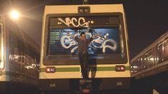 """En enero del 2014 un integrante de la comunidad de graffiteros """"Kav Crew"""" pintó el frente de uno de los vagones del Metro de Medellín, lo que levantó gran polémica."""