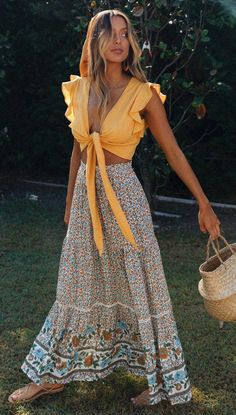 Floral Print Bohemian Maxi Skirt - Boho fashion ideas, hippie style inspiration Source by virginia_gottsc - 70s Outfits, Boho Outfits, Vintage Outfits, Fashion Outfits, Fashion Ideas, Cute Hippie Outfits, Summer Outfits Boho Chic, Summer Skirt Outfits, Boho Summer Dresses