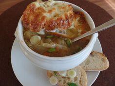 Rezept: Zwiebelsuppe mit Käse-Brot-Kruste Bild Nr. 2059