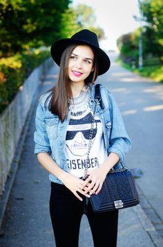 Simple and Chic. - MaryPolka.com @newdressFS @happinessbtq @dstld  #backtoschool #ootd #lookbook #ootn #fashion #fashionista #fashionblogger #lookoftheday #statementnecklace #necklace #tshirt #hat #heisenberg #streetstyle #fashionphotography #handbag #vogue #newdress #smile #streetstyle #casual #chic #look #blogger #chiclook #styleblogger #MaryPolka  #blogger      MY FASHION BLOG: http://marypolka.com     My Back to School Lookbook Video: https://youtu.be/Z9RH75gOX7U