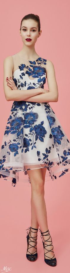 Marchesa Notte Pre-Fall 2016 Fashion Show Collection: See the complete Marchesa Notte Pre-Fall 2016 collection. Look 1 Fall Fashion 2016, Fashion Show, Vogue Fashion, Fashion Design, Beautiful Gowns, Beautiful Outfits, Gorgeous Dress, Mode Style, Pretty Dresses