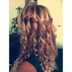 this is so cute, i want someone to make my hair look like this. My hair will not hold curl.
