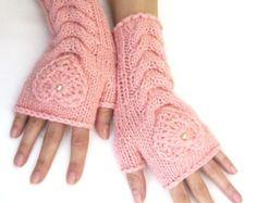 Roze Hand breien vingerloze wollen handschoenen met een hart, Fingerless Mittens, Arm Warmers, kerstcadeau voor haar, Eco Friendly