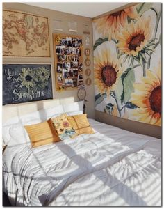 Having a unique dorm room is exciting and excellent.We collected 30 cosy dorm room decor ideas, and these Having a unique dorm room is exciting and excellent.We collected 30 cosy dorm room decor ideas, and these will give you new inspiration. Cute Bedroom Ideas, Cute Room Decor, Yellow Room Decor, Yellow Rooms, Cosy Decor, Wall Decor, Yellow Walls, Dream Rooms, Dream Bedroom