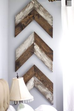 DIY Chevron Wooden Arrows : Painting & Distressing ML I would like to shiplap my fire place Pallet Crafts, Diy Pallet Projects, Wood Projects, Woodworking Projects, Woodworking Plans, Pallet Ideas, Diy Crafts, Popular Woodworking, Diy Wand