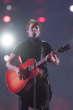 James Blunt On Tour In Switzerland With Art On Ice in Zurich, Lausanne, Davos and Basel, along with champion ice skaters James Blunt, Davos, Lausanne, Basel, Blunt Art, Ice Show, Zurich, Sport, Portrait