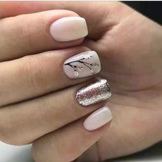 Glitter finger w tiny glitter accent nail