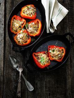 Fyldte peberfrugter er en klassisk opskrift fra Campania. Man plejer at fylde dem med auberginer, men jeg har brugt svampe i stedet for.