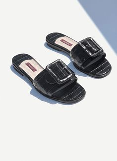 Uterqüe Netherlands Product Page - Footwear - View all - Mock croc leather slides - 99