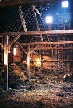Old barns. I want a hay loft so bad Country Barns, Country Life, Country Living, Country Roads, Farm Barn, Old Farm, Hay Loft, Up House, Farms Living