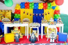 Amarillo, azul, rojo y verde como paleta los colores para decorar una fiesta Lego. #FiestaLego