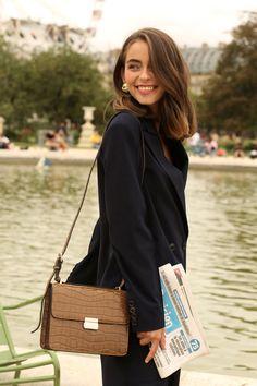 Dressed for Paris. Love Style Life, My Style, Medium Hair Styles, Short Hair Styles, Fashion Fotografie, Stylish Street Style, Winter Mode, Parisian Chic, Belle Photo