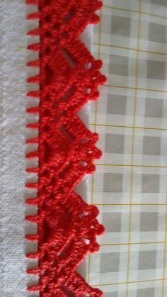 bico de croche Crochet Boarders, Crochet Edging Patterns, Crochet Designs, Crochet Trim, Knit Or Crochet, Crochet Stitches, Free Crochet, Crochet Curtains, Crochet Doilies