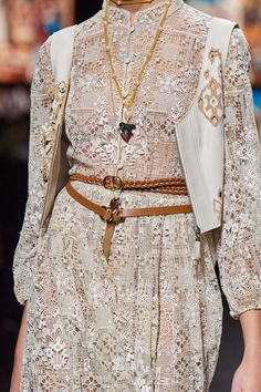 Christian Dior Spring 2021 Ready-to-Wear collection, runway looks, beauty, models, and reviews. Dior Fashion, Fashion Week, Runway Fashion, Fashion Show, Fashion Outfits, Paris Fashion, Christian Dior, Versace, Dior Dress
