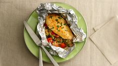 """Honey-Sriracha Chicken Foil Packs This quick and easy sweet spicy chicken """"WOW"""" at your next dinner! Sauce Sriracha, Honey Sriracha Chicken, Sweet And Spicy Chicken, Dijon Chicken, Honey Sauce, Spicy Honey, Honey Lemon, Rotisserie Chicken, Healthy Recipes"""