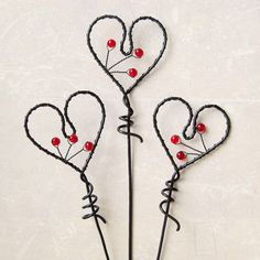 Zápich - Srdce Barbed Wire Art, Copper Wire Art, Aluminum Wire Jewelry, Wire Wrapped Jewelry, Wire Crafts, Metal Crafts, Hanger Crafts, Wire Ornaments, Wire Flowers