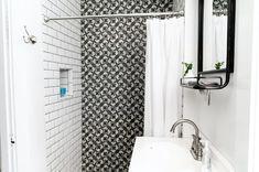 naklejki na ścianę-biało czarna łazienka