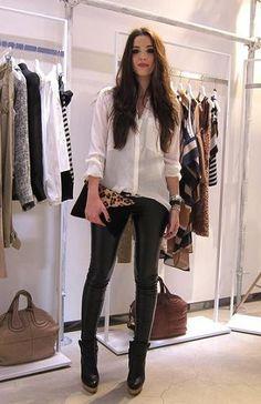 Outfit con leggins de piel
