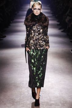Dries Van Noten Fall 2016 Ready-to-Wear Collection Photos - Vogue.let's face it, the man is a genius, brocade + sequins + fur should be a mess and in most other designer's hands it would be but here it's gorgeous. 2016 Fashion Trends, Fall Fashion 2016, Autumn Winter Fashion, Love Fashion, High Fashion, Fashion Show, Fashion Design, Fall Winter, 2016 Trends