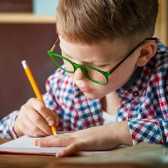 Learn about the importance of kids' eye exams before going back to school in our Blog!📝👁️ Starting Kindergarten, Kids Glasses, Eye Exam, Eye Doctor, Student Discounts, School Shopping, How To Protect Yourself, Going Back To School