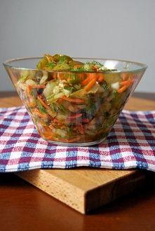 Zobacz zdjęcie Surówka z ogórków kiszonych, marchewki i cebuli