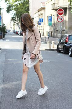 Fashion and style: Nude leather jacket