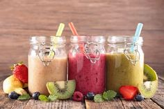 Fruit smoothies are an option that can not be overlooked for a healthy and active life. Today, we suggest more than forty recipes of fruit smoothies that also have a detoxifying effect. Fruit Smoothies, Fitness Smoothies, Smoothie Blender, Yummy Smoothies, Nutritious Smoothies, Morning Smoothies, Simple Smoothies, Fruit Juice, Healthy Drinks