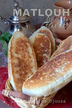 Matlouh full of minced meat and cheese Matlouh bread full of meat and laughing cow Homemade Sandwich Bread, Sandwich Bread Recipes, Meat Recipes, Appetizer Recipes, Hamburger Salad Recipe, Tunisian Food, Cooking Bread, Easy Homemade Recipes, Food Garnishes