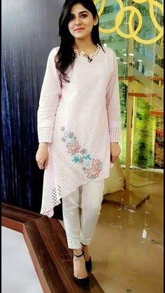 Beautiful asymetric silk kurti with beautiful embroidery. Kurta Designs Women, Salwar Designs, Kurti Designs Party Wear, Silk Kurti Designs, Pakistani Dresses Casual, Pakistani Dress Design, Stylish Dress Designs, Stylish Dresses, Frock Fashion