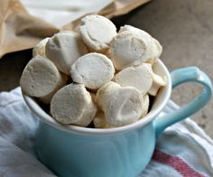 Easy mini marshmallows made with all natural ingredients that taste delicious!!