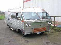 1978 Roadrunner custom 70's motorhome Vintage Motorhome, Vintage Rv, Popup Camper, Camper Van, Motorhome Conversions, Rv Motorhomes, Airstream Remodel, Cool Campers, Motor Homes