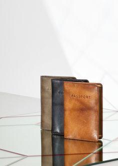 da3db0bfcb1 Handige portemonnee van Burkely, ideaal om belangrijke pasjes in op te  bergen en te vervoeren